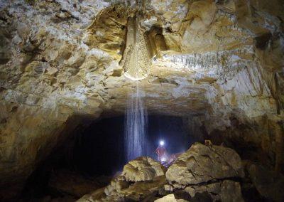 Arrivée d'eau dans le plafond - grotte de Gournier