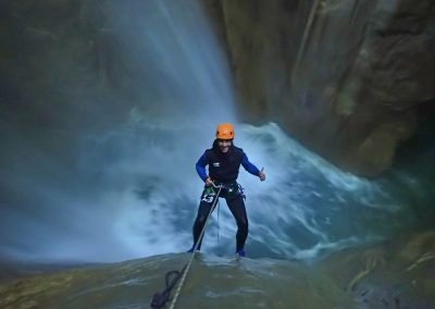 Dans la cascade de 25 mètres du canyon de l'Infernet