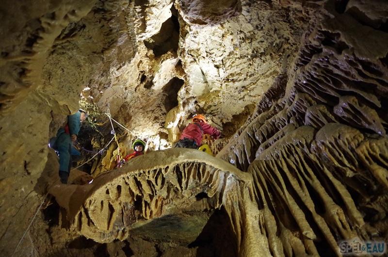 concrétion méduse spéléologie grotte eymards vercors Grenoble